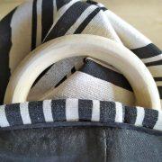 Kosz czarny biały na tekstylia poduszki koce azteckie wzory