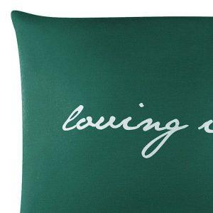 POSZEWKA bawełniana zielona ciemna 50x60 z białym napisem ozdobna