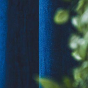 Zasłona welwetowa gładka na przelotkach 140x260 grubsza tkanina