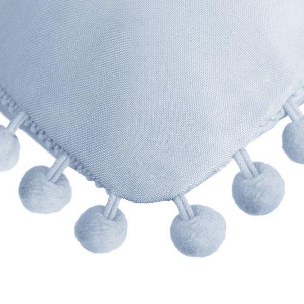Poszewka z pomponami błękitna gładka 45x45 dekoracyjna baby blue