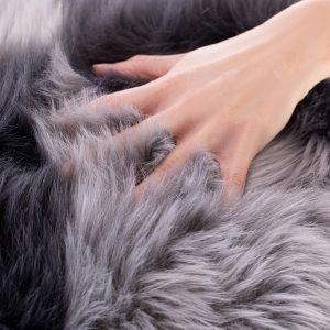 Poszewka włochacz szara grafitowa 45x45 ekskluzywna z długim włosem