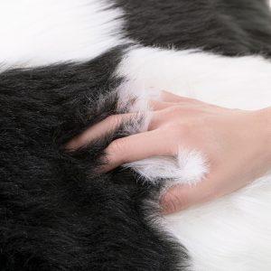 Poszewka włochacz czarna biała 45x45 ekskluzywna z długim włosem