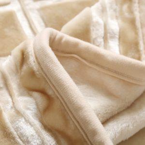 Gruby koc akrylowy beżowy tłoczony ciepły 160x200 elegancki