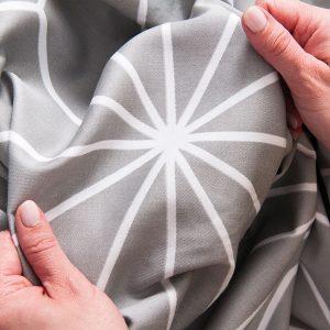 Komplet pościeli z satyny bawełnianej 220x200 szary w geometryczne wzory