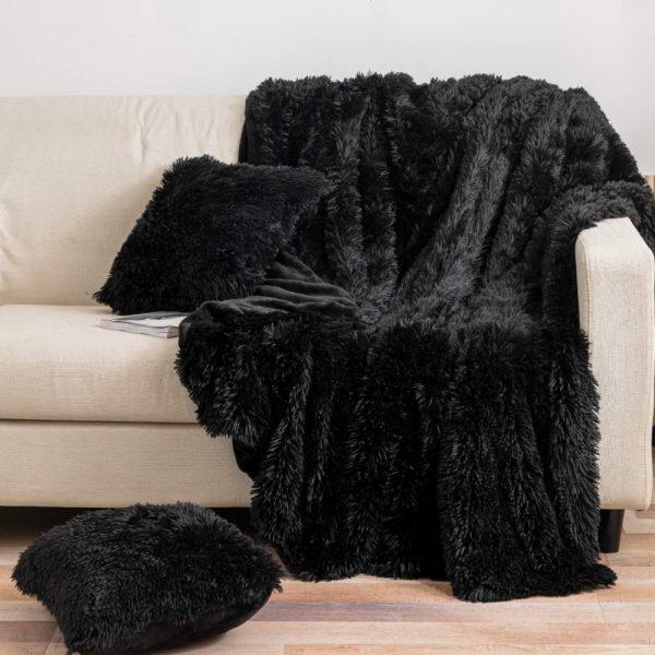 Narzuta włochacz czarna 150×200 koc puszysty miękki futrzany