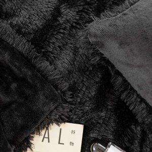 Poszewka futrzana czarna dekoracyjna 40x40 włochacz włochata