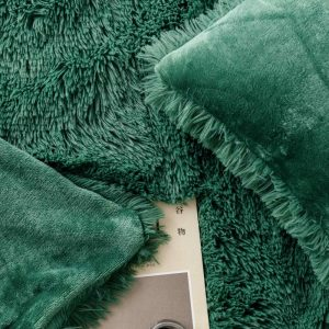 Poszewka futrzana butelkowa zieleń włochata 40x40 włochacz